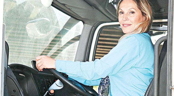 İzmir'in Kadın Çöp Kamyon Şoförü